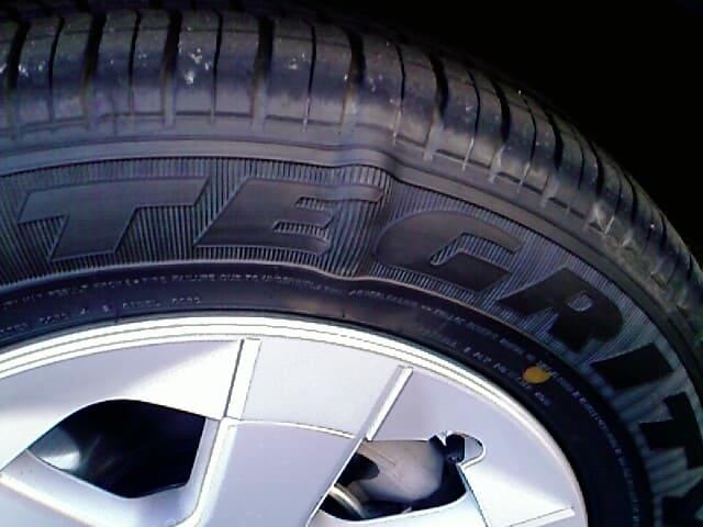 01052020-damaged-1-tire-zauto
