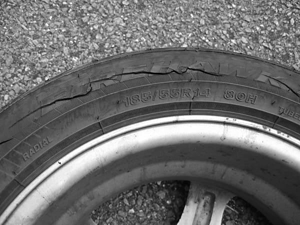 01052020-damaged-tire-zauto
